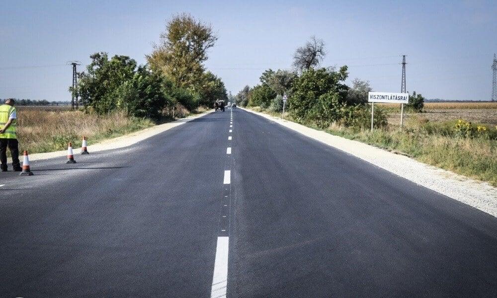 Tizenkét kilométeres összekötő utat adott át a Swietelsky Túrkevénél