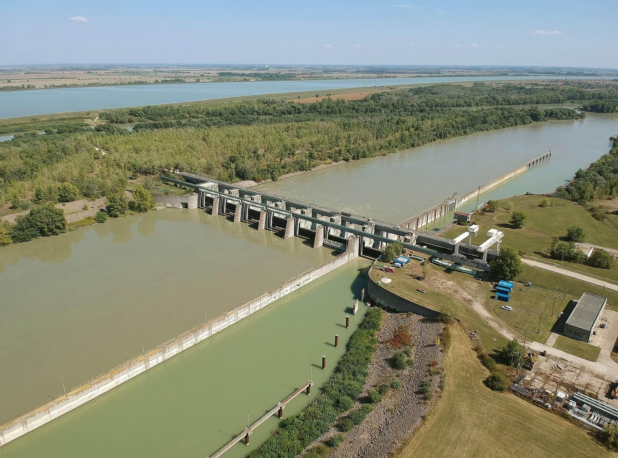 A Duna, a Tisza, a Rába és a Répce vízvédelmét fejleszti a Strabag és a Hídépítő