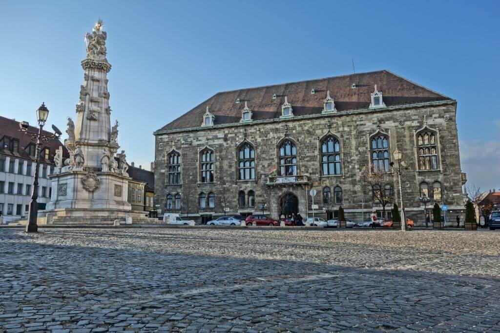 Történelmi kiadvány segítségével restaurálják a Várban a Pénzügyminisztérium épületét