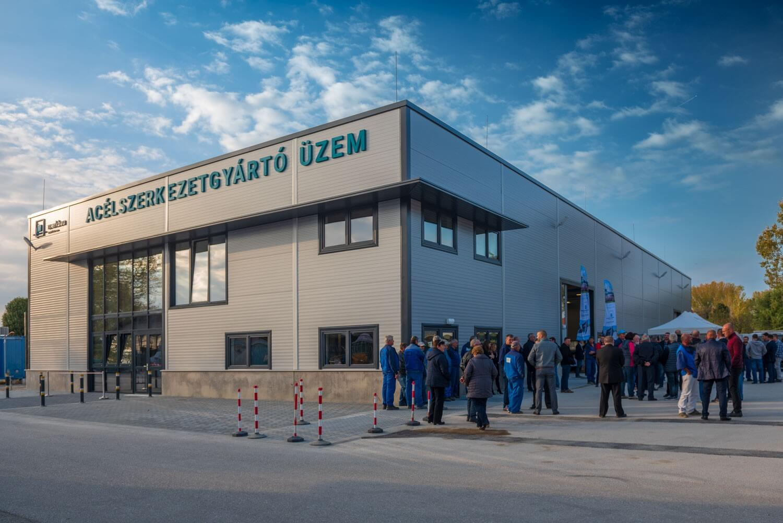 Tovább menetel a Merkbau: ezúttal acélszerkezetgyártó üzemmel bővített