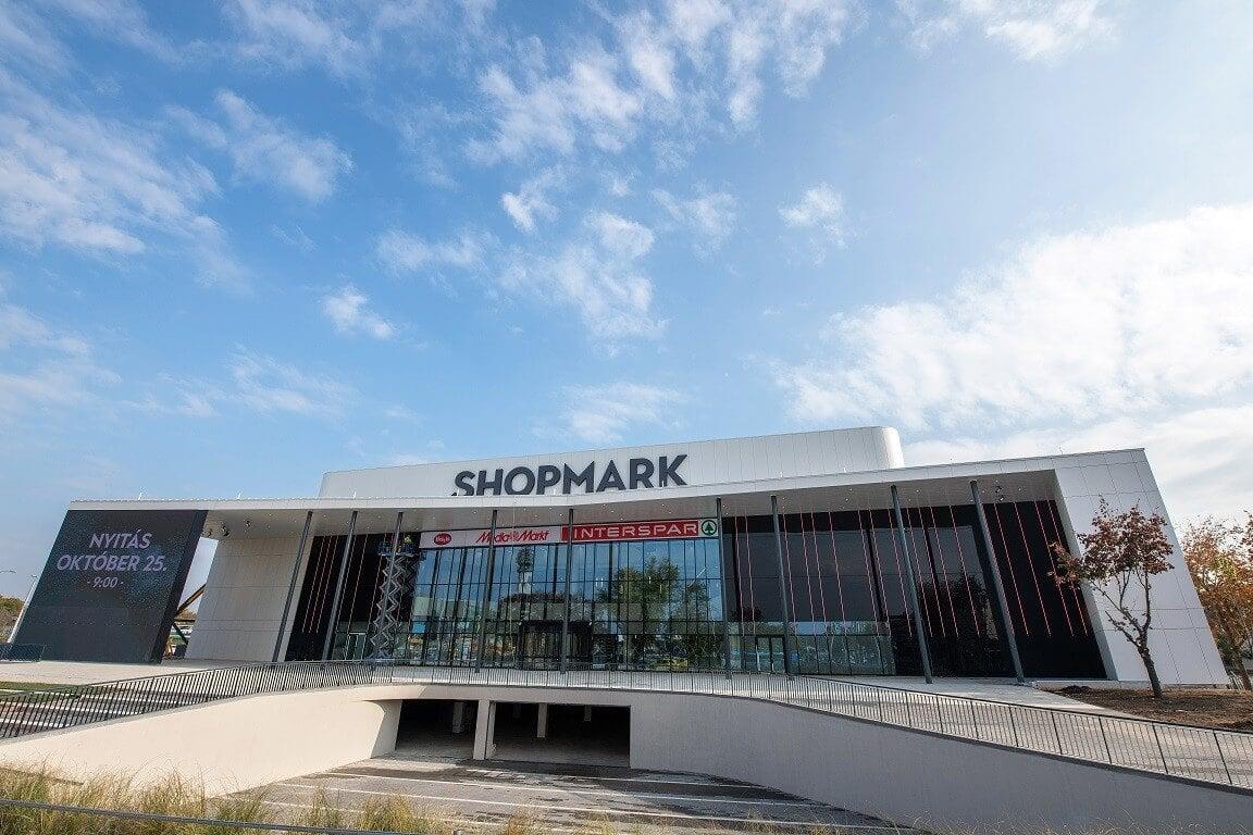 Megnyitotta kapuit hazánk első teljeskörűen felújított bevásárlóközpontja