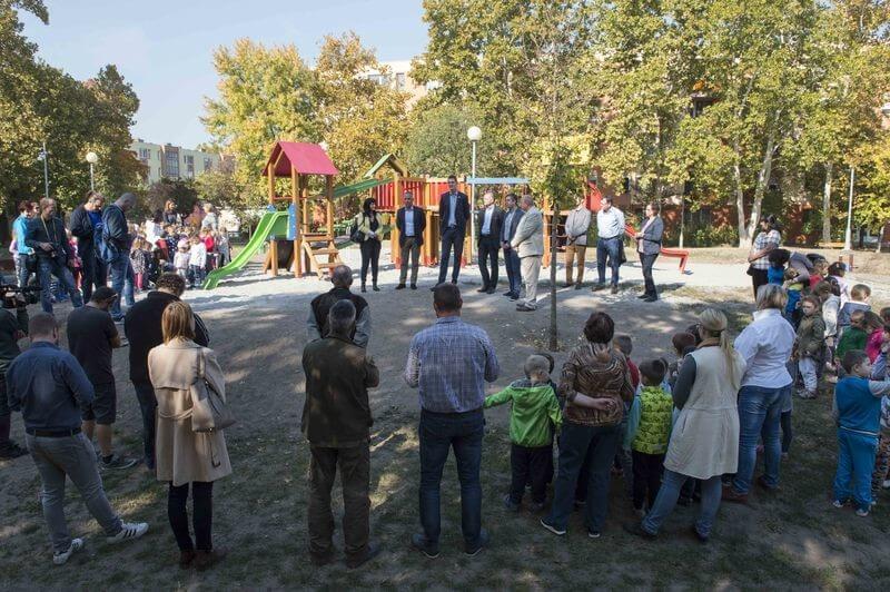 Új játékokkal és zöld területtel bővült Kecskemét népszerű játszótere