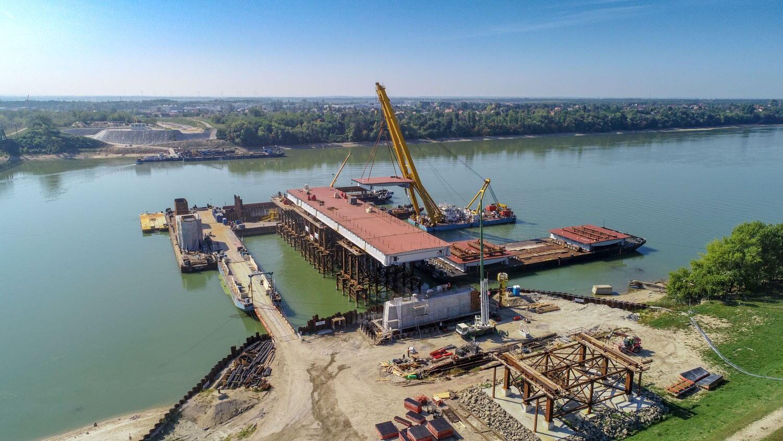 Komáromban zajlik a Duna jelenlegi legjelentősebb hídépítése - videó