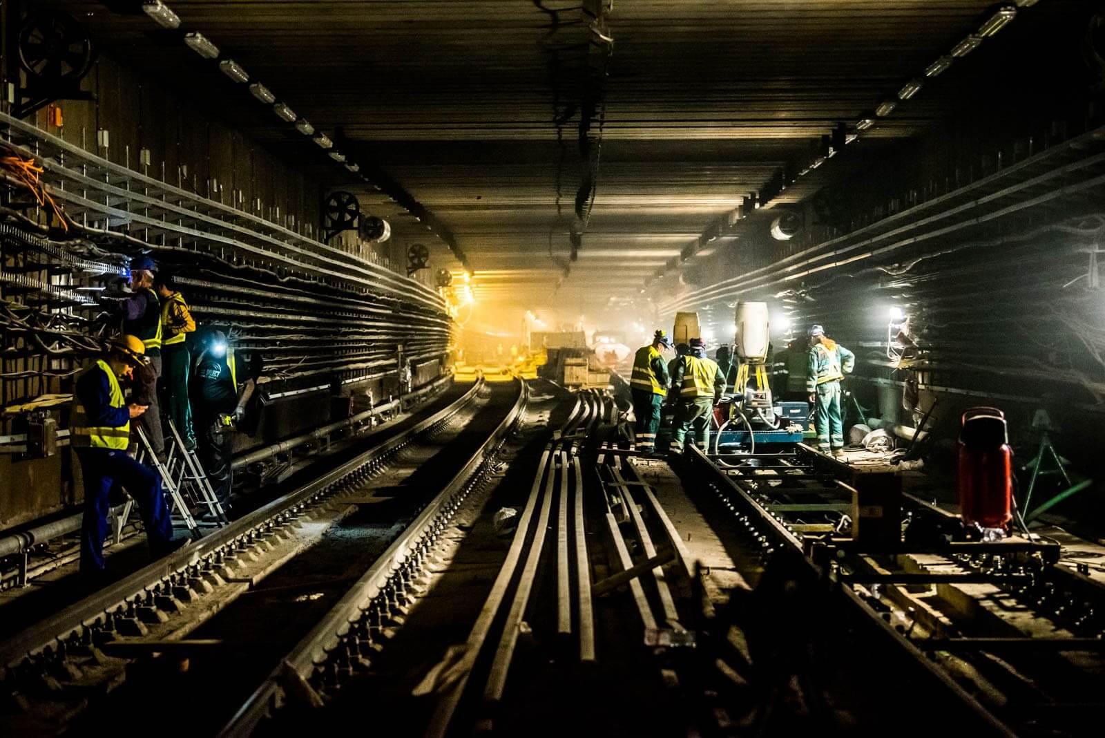 3-as metró: Parlament hosszúságú pályaelemeket visznek a föld alá