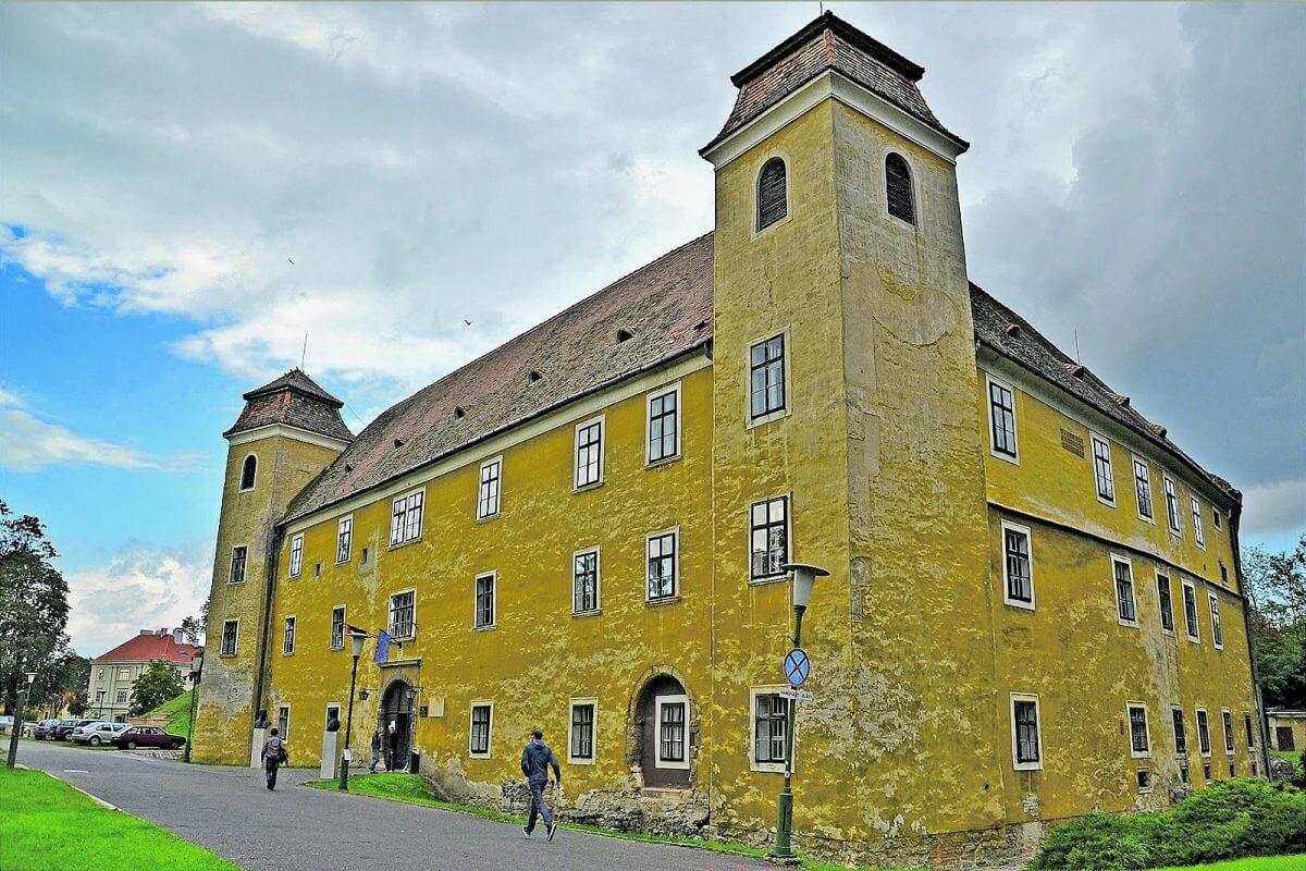 Felújítják az ország egyetlen felsőoktatásnak otthont adó várát