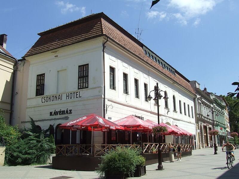 Csúcstechnológiás rendezvényközpontot kap barokk épületében Kaposvár