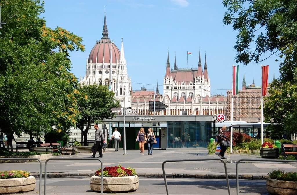 Közösségi tér váltja le a buszokat a főváros egyik meghatározó terén