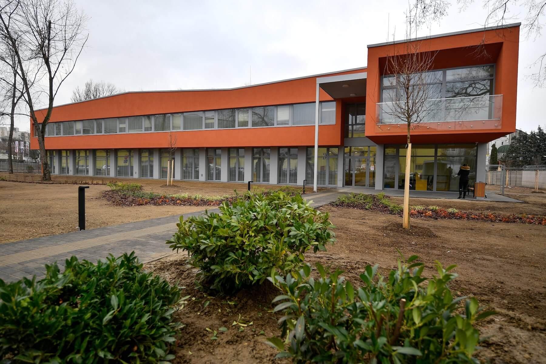 Ezerhatszáz családot segít Debrecen új gyermekjóléti központja