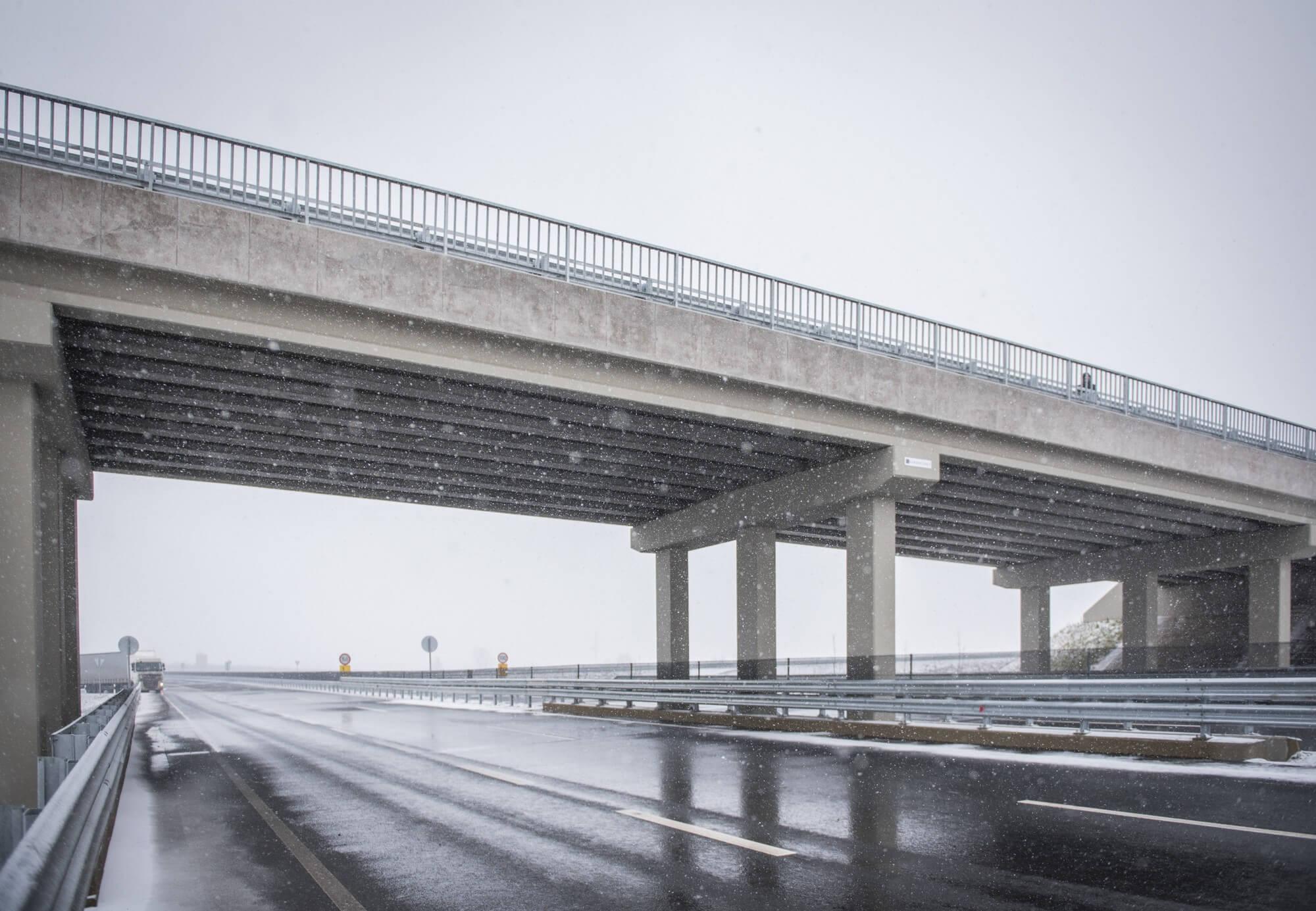 Vasúti híd munkálataival folytatódhat az M85-ös építkezése