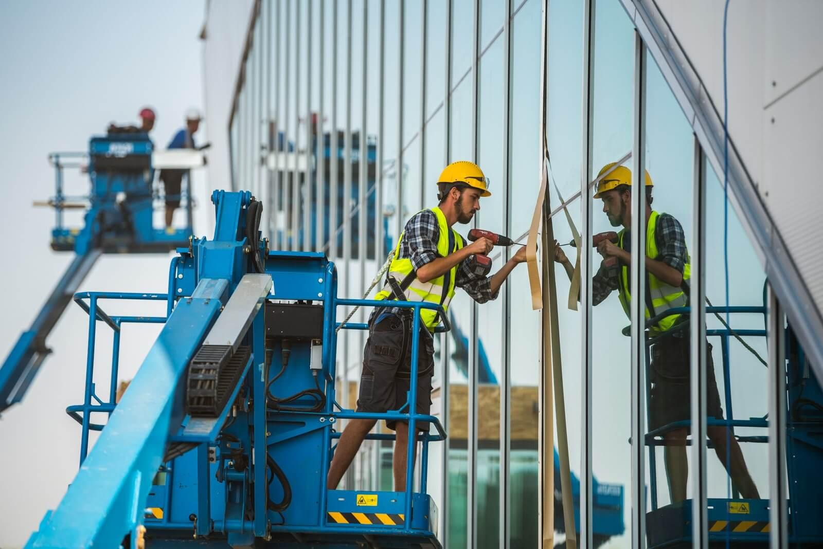 Kapacitásnövelést és technológiai fejlesztést vár a kormány az építőipari cégektől