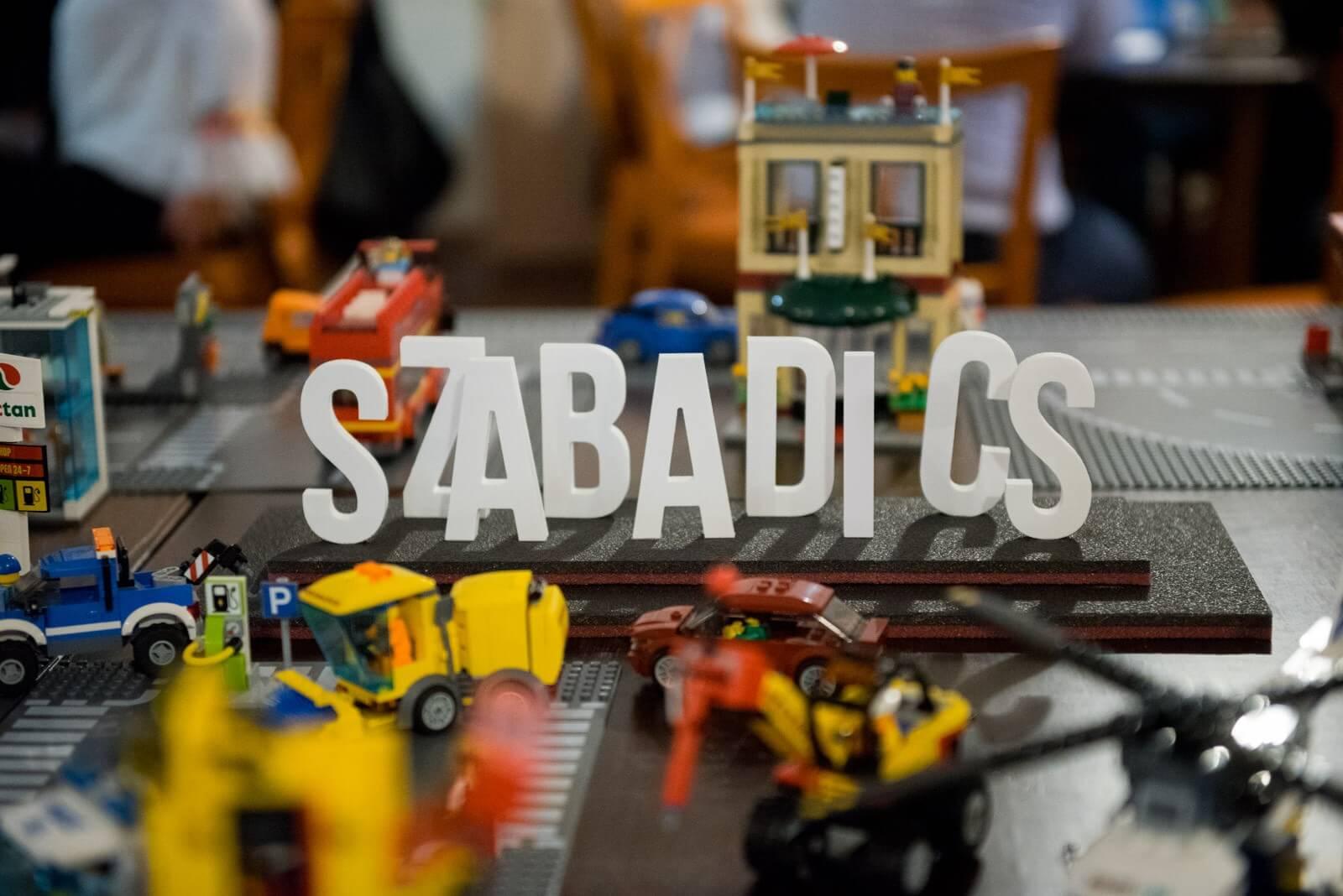 Lego-járműveket adományozott a Szabadics