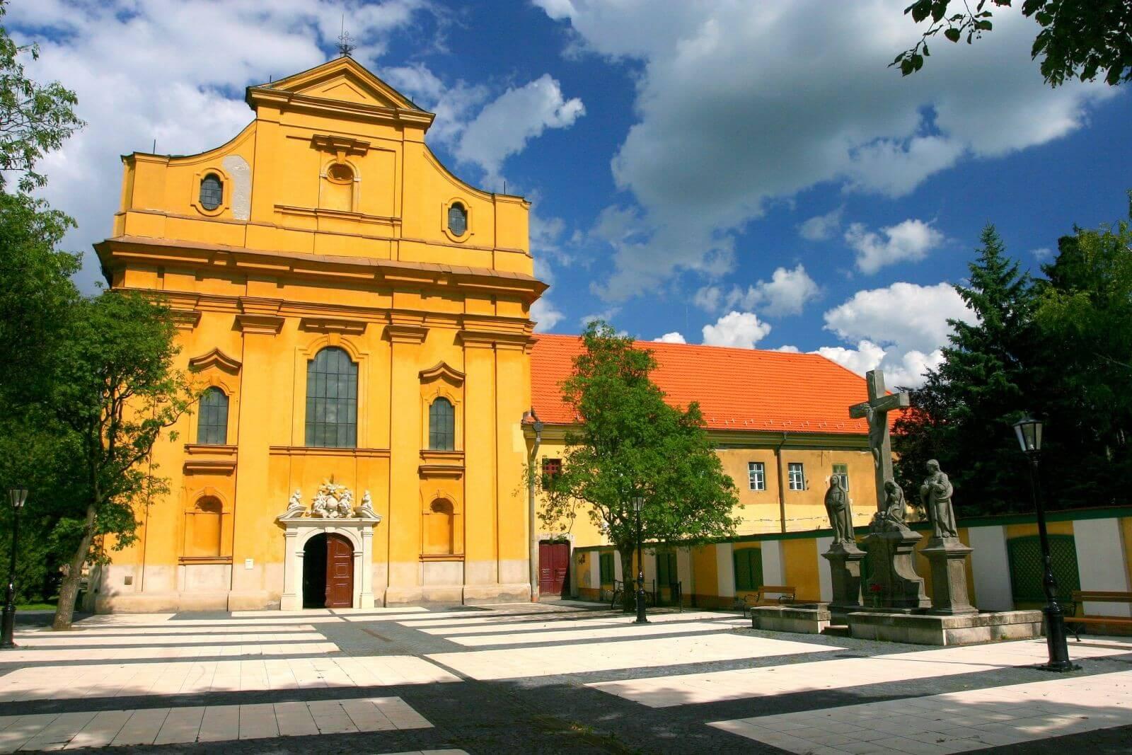 Barokk és klasszicista templomát is felújítja Szolnok