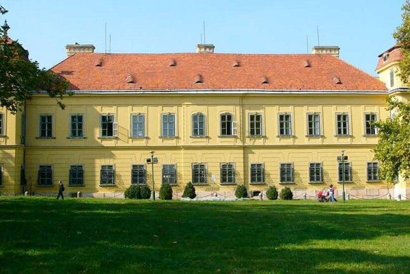 342 éves barokk kastély újul meg Tatán - videó