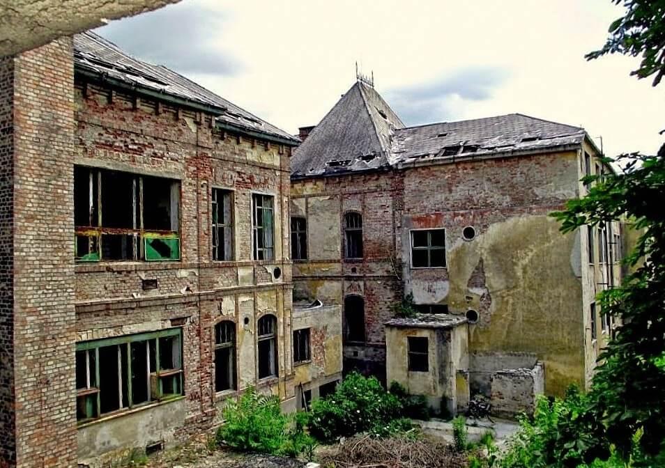 Gimnáziummá alakítják az egykori bányakórházat Tatabányán