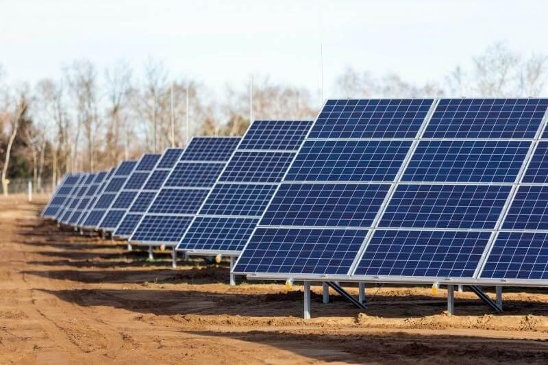 Felépült az ország legnagyobb naperőműve, 8500 háztartást lát el