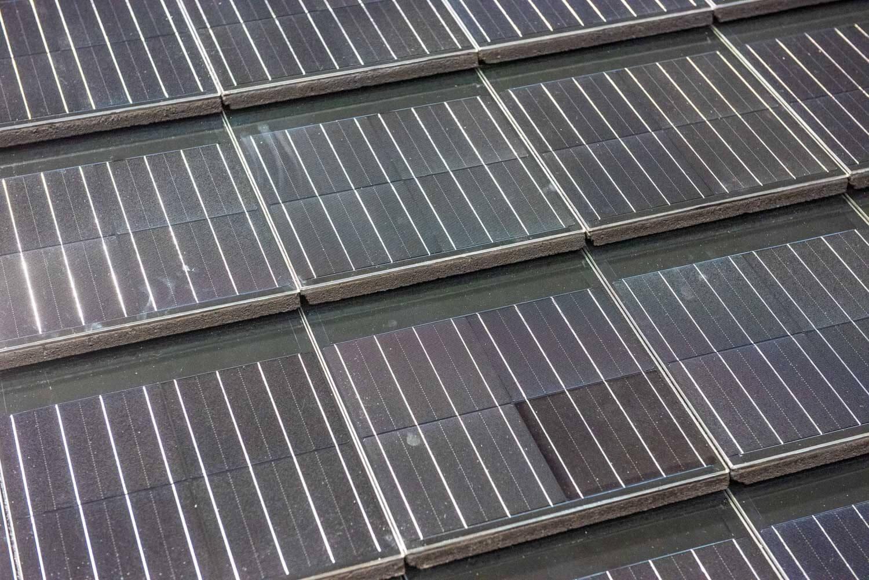 A Construmán rajtolt el a magyar fejlesztésű napelemes tetőcserép értékesítése