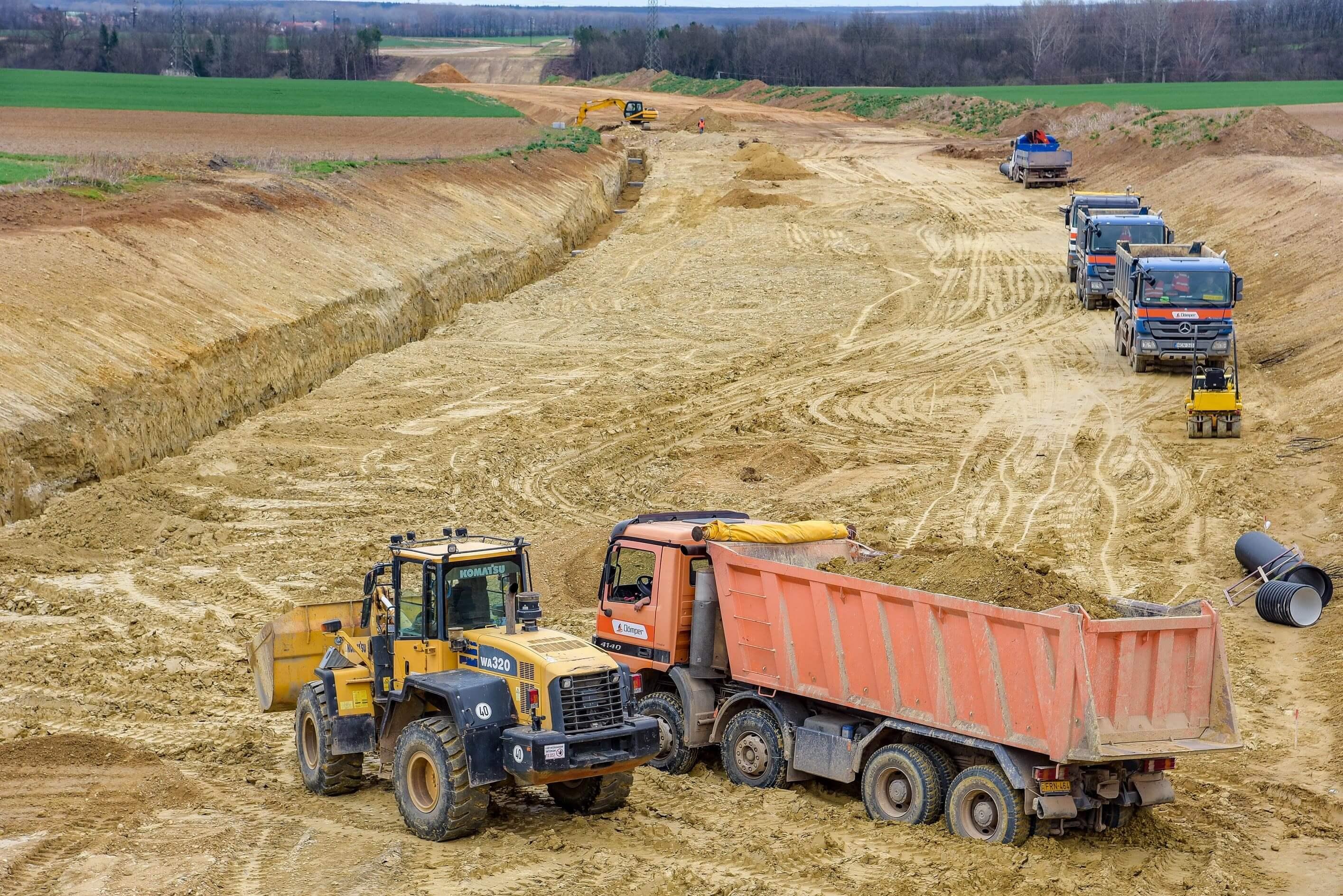 Látványos földmunkákkal halad az M85-ös építkezése – képgaléria