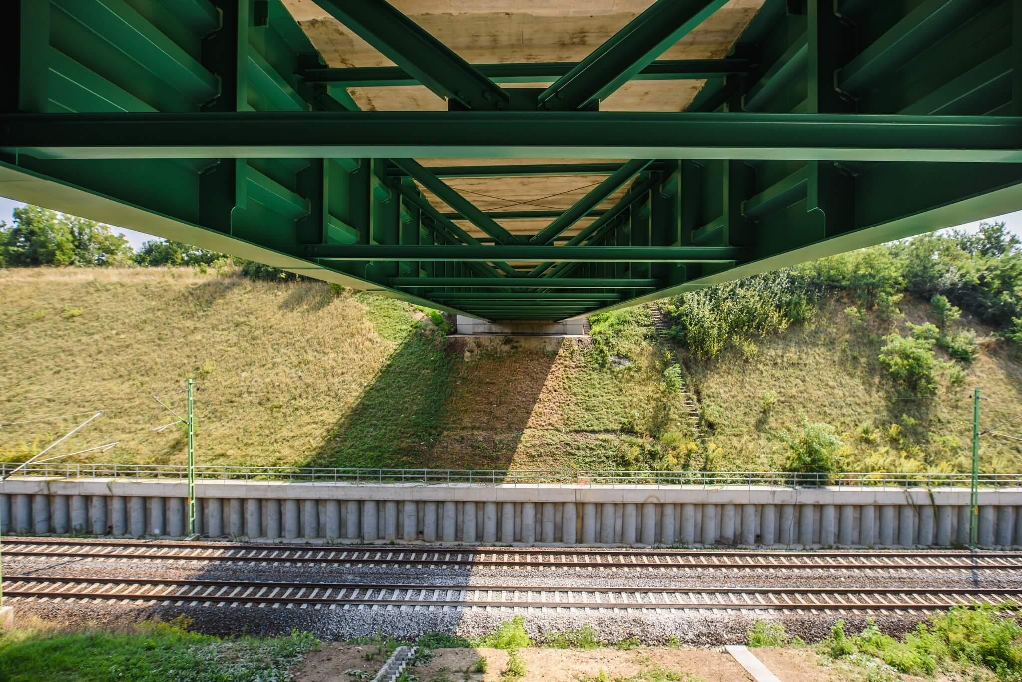 Hídépítéssel halad a Budapest-Pécs vasútvonal beruházása