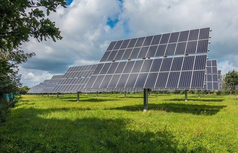 Ötezer háztartást fog ellátni Komárom-Esztergom új napelemparkja