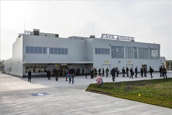 Átadták a pápai repülőtér új utasforgalmi terminálját