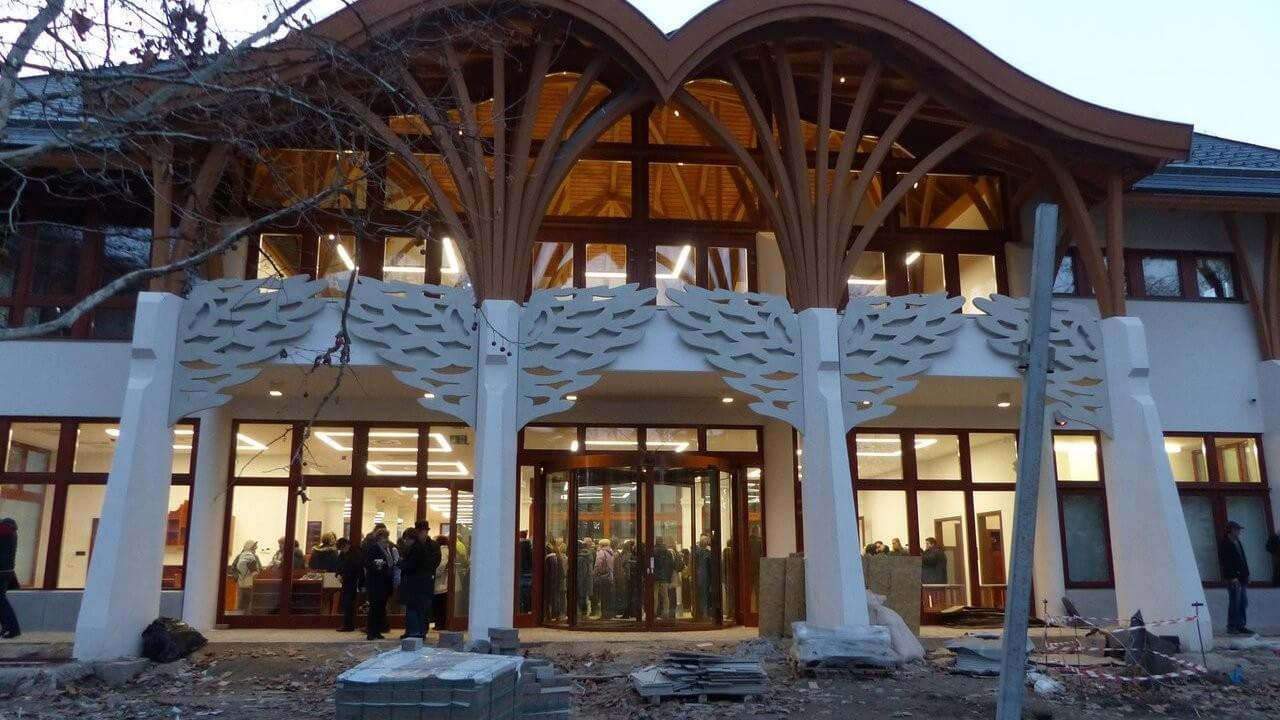 Háromszintes könyvtárépülettel gazdagodott Makó