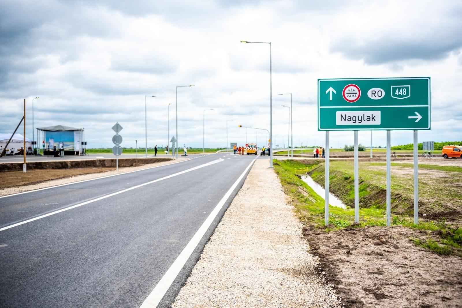 Megszűntek a kamionsorok Nagylaknál: átadták a határátkelő elkerülőútját