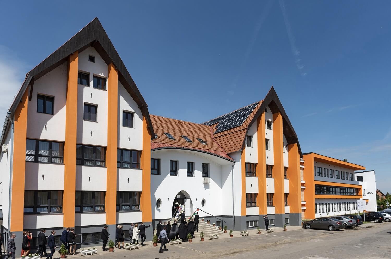 Új épületszárnnyal és tornateremmel bővült a kisvárdai iskola
