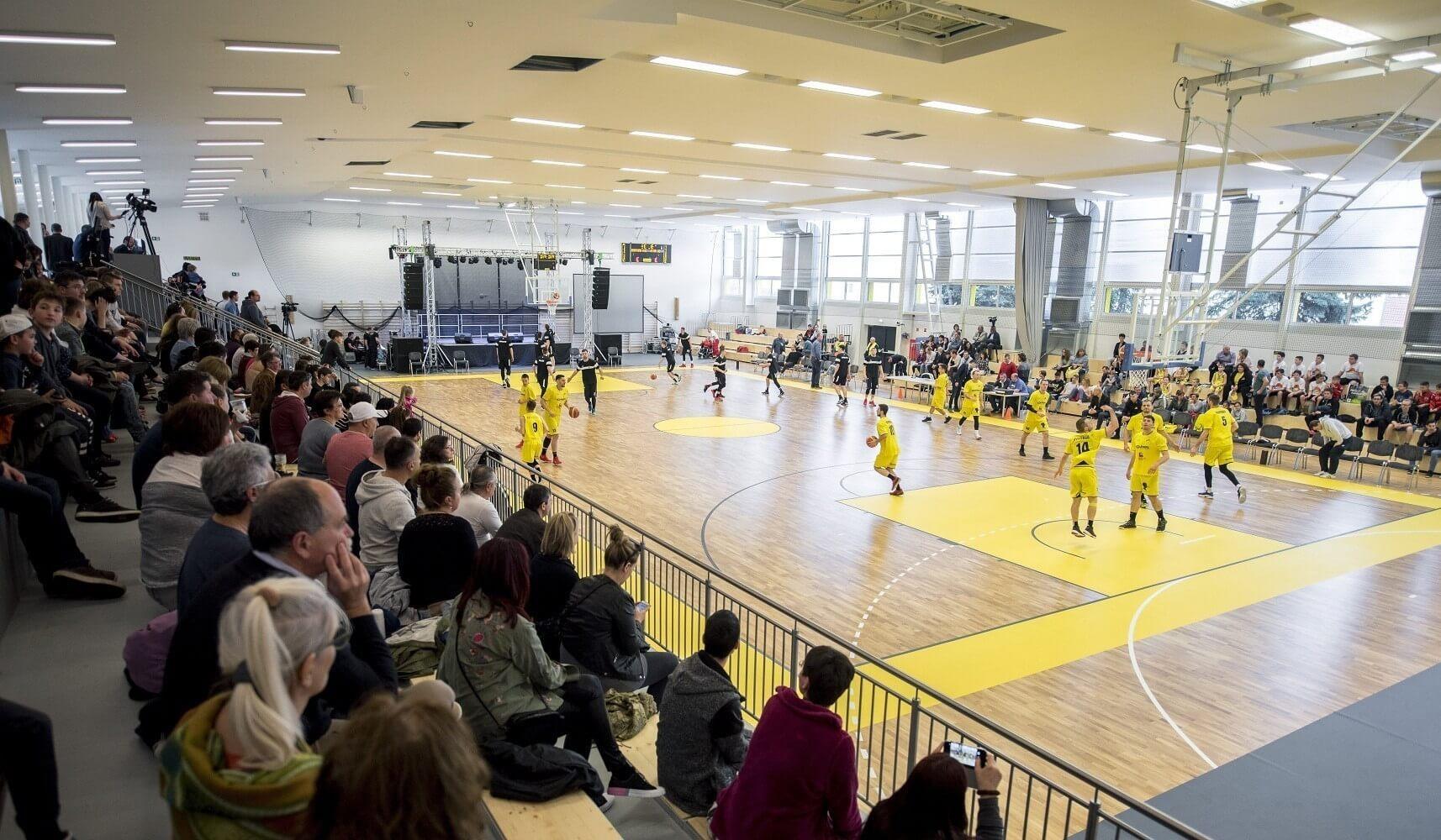 Hatféle sportra és edzőtáborokra is alkalmas sportcsarnokot kapott Tihany