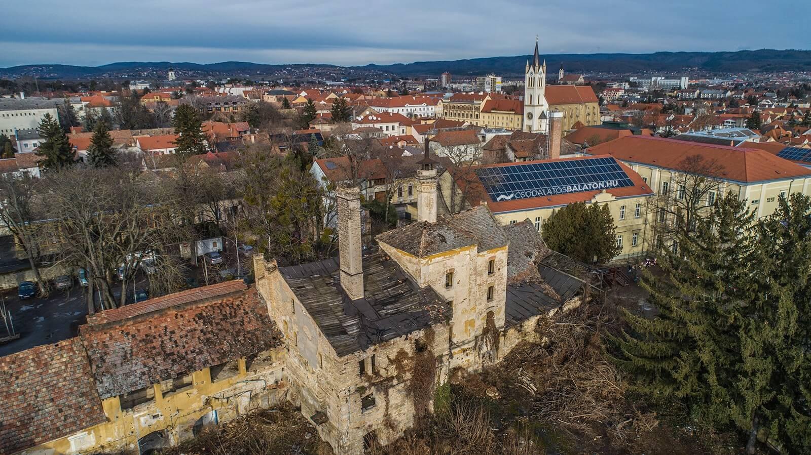 Megújul egy Balaton-parti város egyik legrégebbi barokk műemléképülete