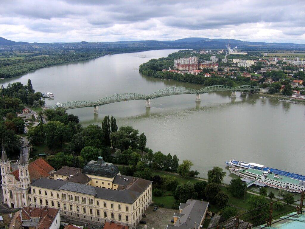 Több mint 7 kilométernyi töltéssel erősítik Esztergom árvízvédelmét