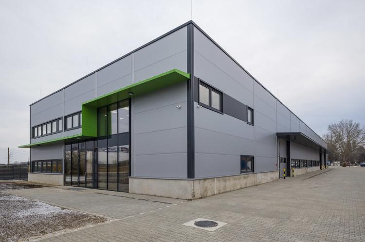 Új magyar gyár épült: segít legyőzni a járványt