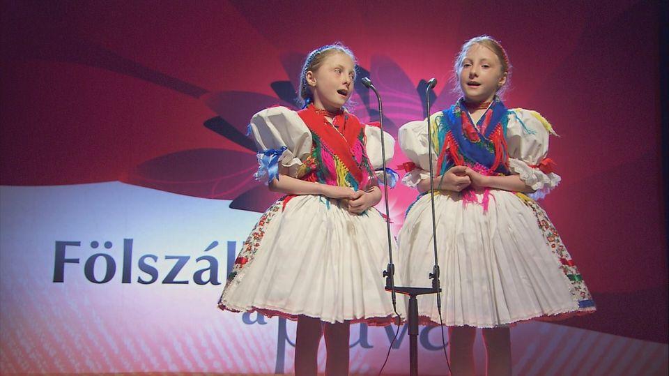 Bátonyterenyei lányok a Fölszállott a páva gyerek-győztesei