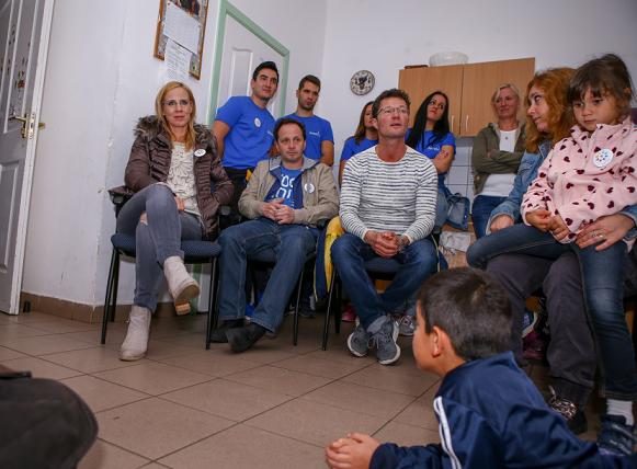A szátoki gyermekotthonba látogattak a Morning Show műsorvezetői