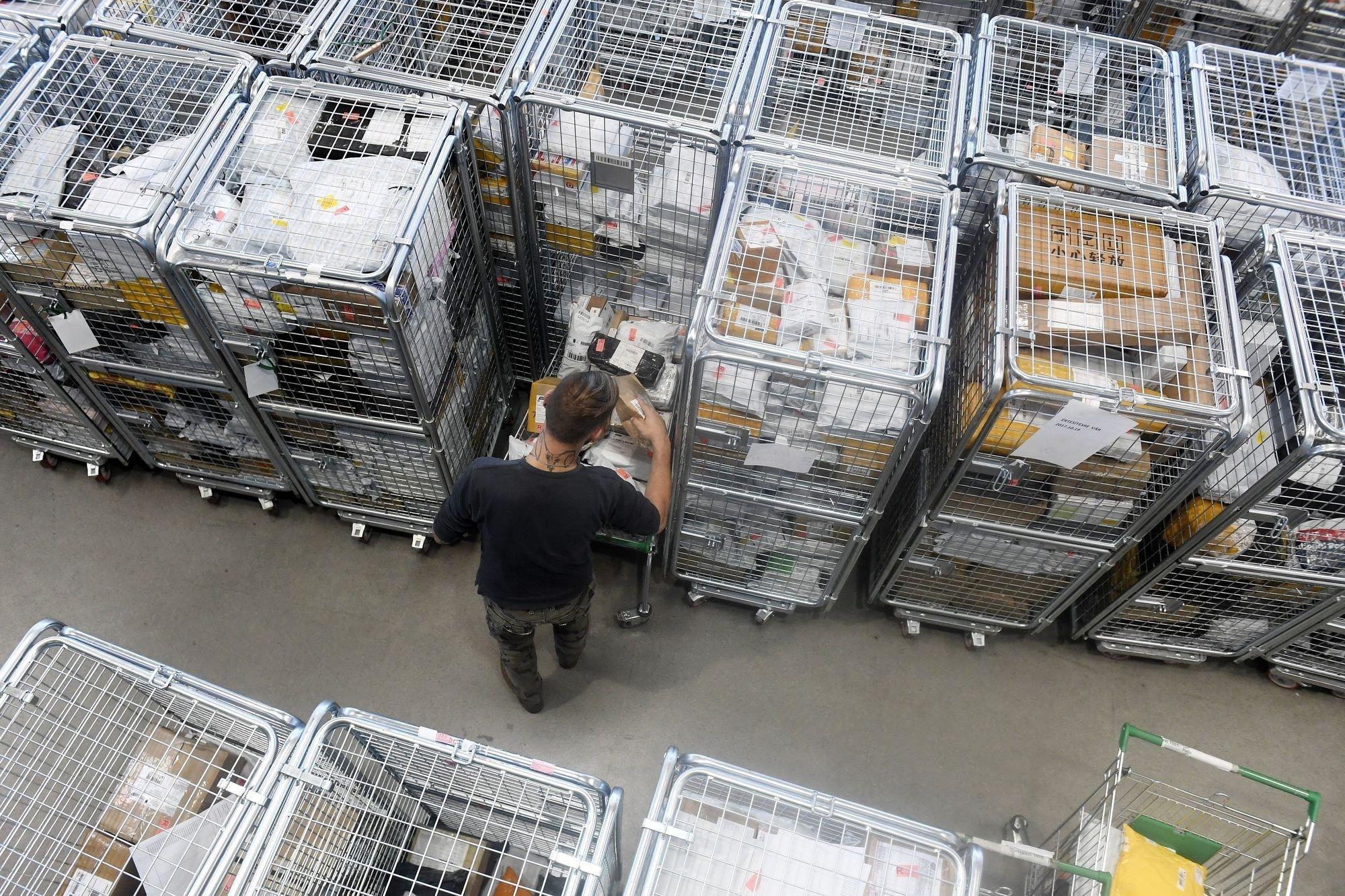 A posta és a vámhatóság felkészült a karácsonyi csomagforgalomra