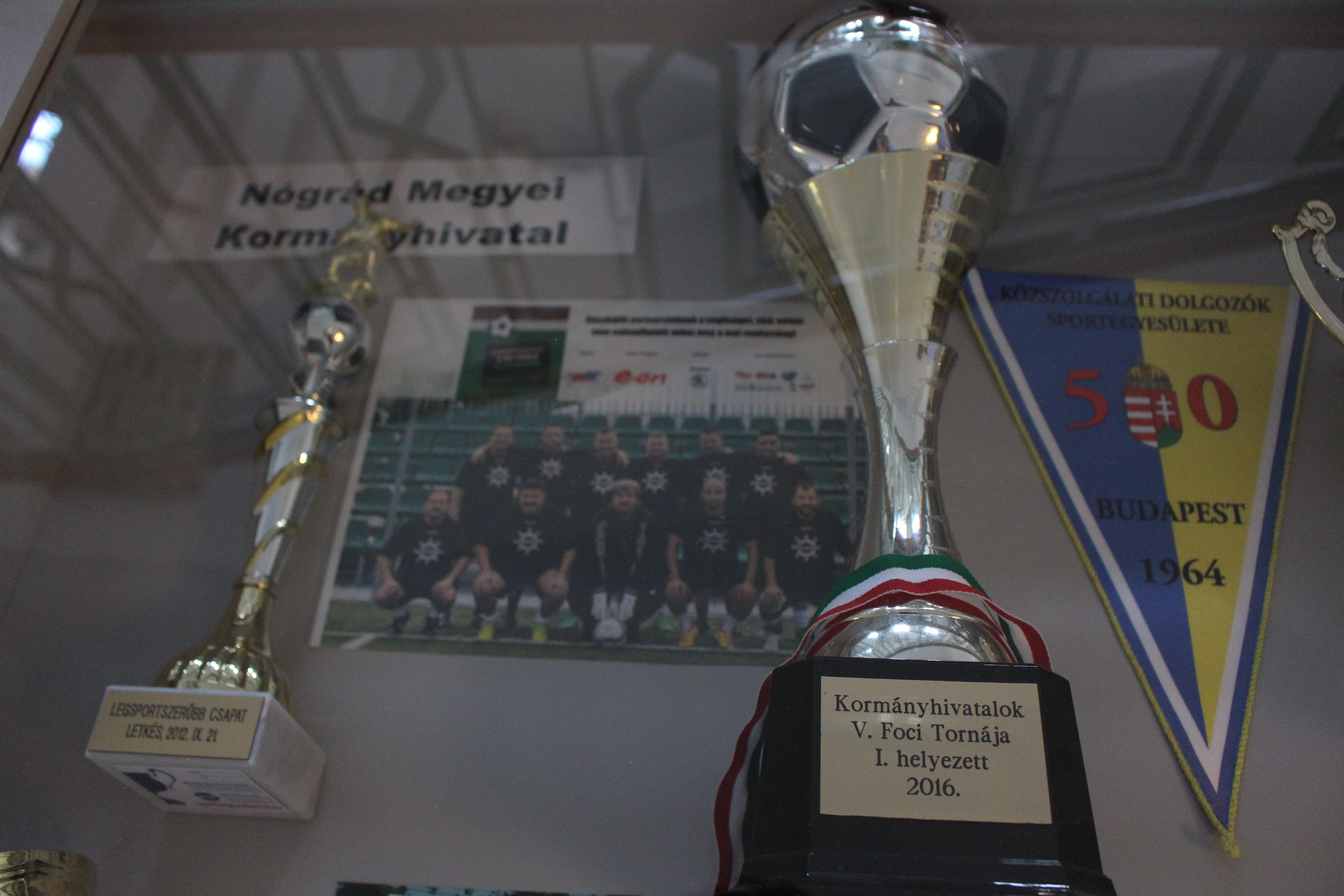 Kispályás labdarúgó relikviák a nógrádi kormányhivatal csapatától