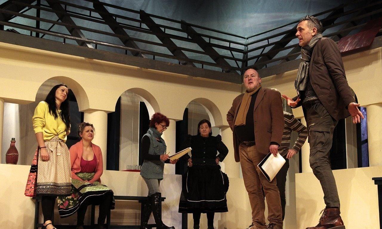 Premier előtt A falu rossza a salgótarjáni színházban