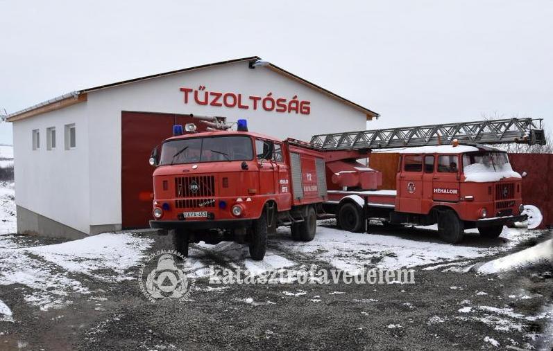 Átadták Héhalom Önkéntes Tűzoltó Egyesület szertárát