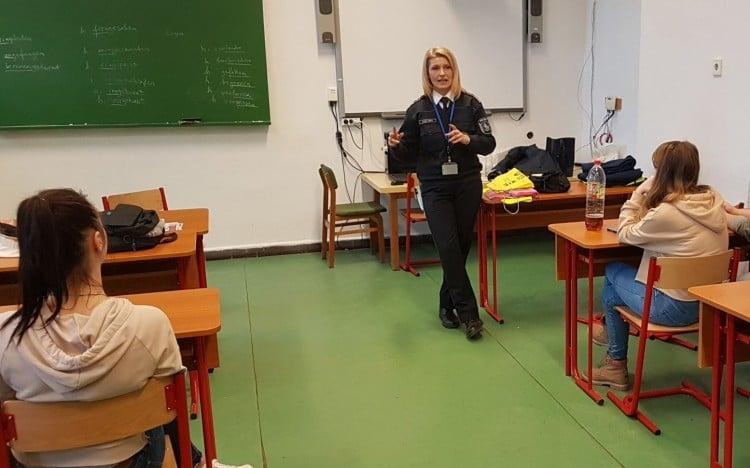 Balesetmegelőzési előadást tartottak a diákoknak