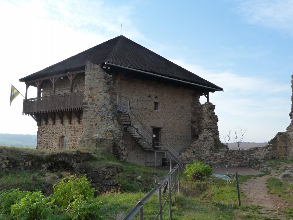 Kőedény-kiállítással nyílik meg a turistaszezon a Füleki Vármúzeumban