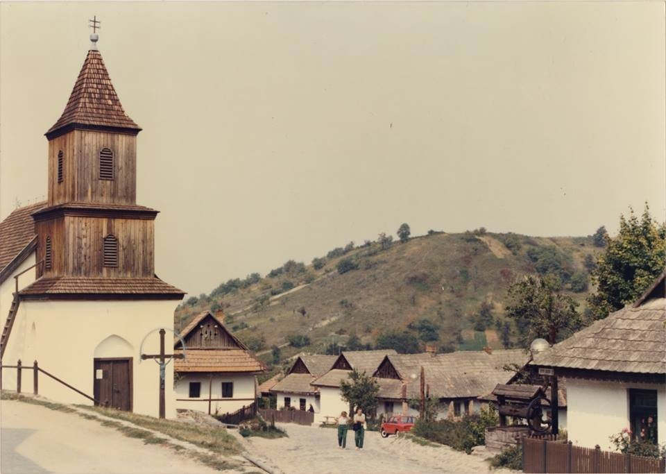 A hollókői Szent-Márton templom az 1980-as években
