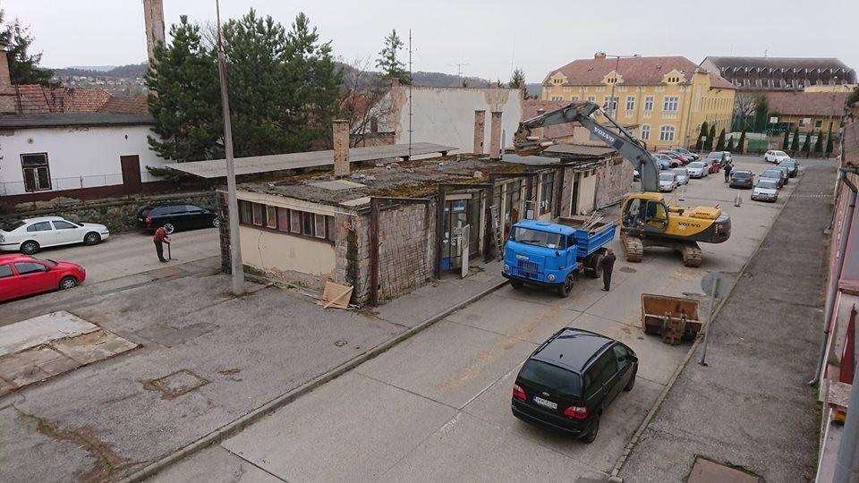 Megkezdődött Balassagyarmaton a régi buszpályaudvar bontása