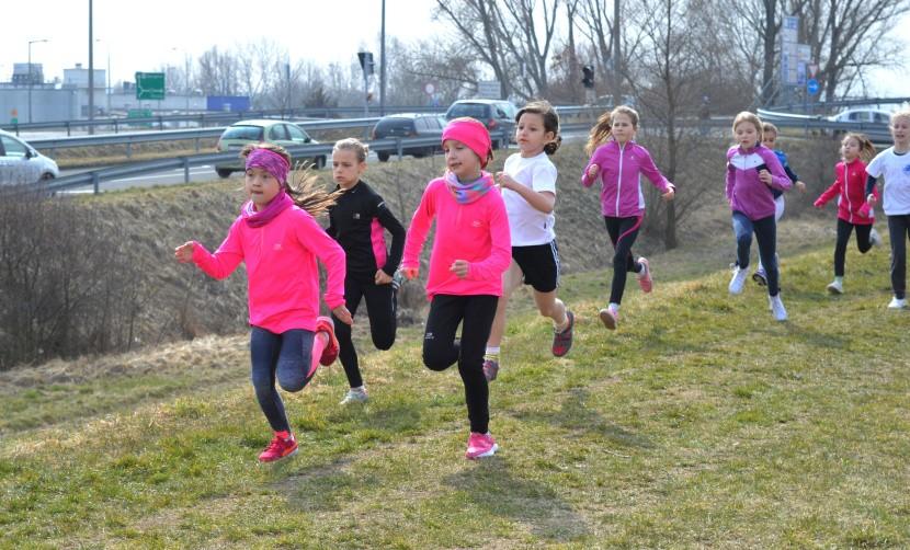 Az iskolások mezei futó megyebajnokságának ismét a balassagyarmati Ipoly gát adott otthont