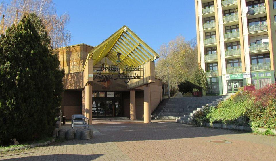Nyári szünetre megy a Balassi Könyvtár is