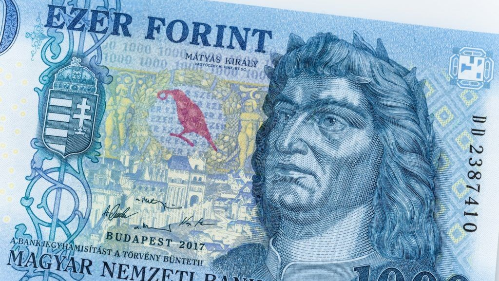 Október végéig lehet fizetni a régi 1000 forintos bankjegyekkel