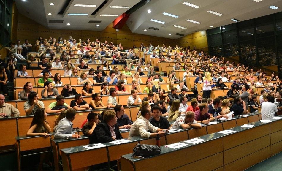 Hétfőtől lehet jelentkezni a keresztféléves képzésekre a felsőoktatásban