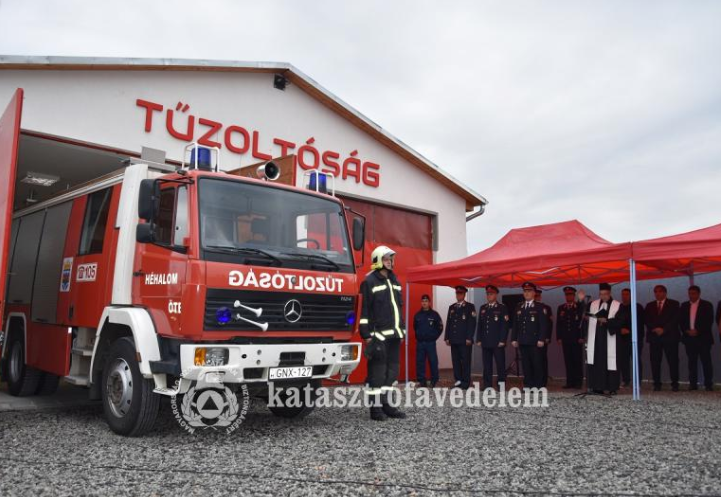 Tűzoltógépjárművet kaptak a héhalmi önkéntesek