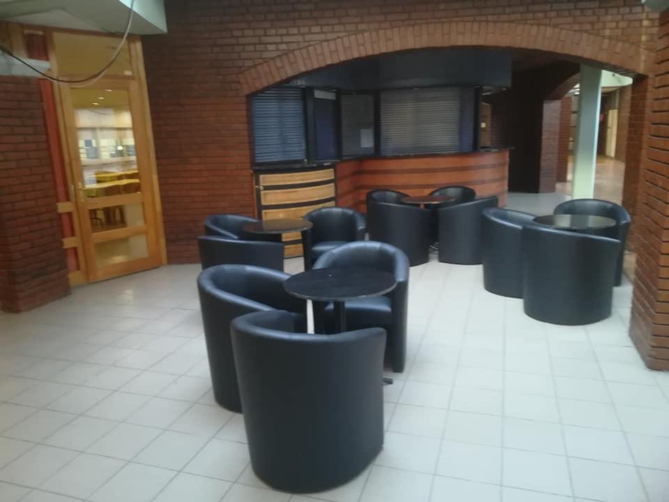 Új fotelek érkeztek a balassagyarmati Művelődési Központ aulájába