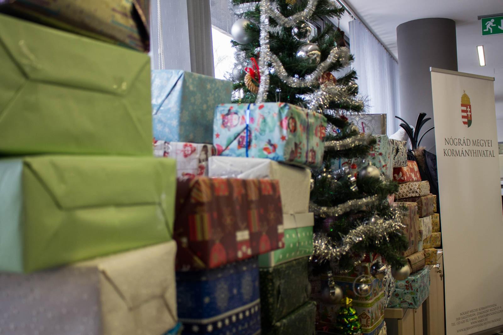 Százhatvanegy salgótarjáni és városkörnyéki családnál kerül eggyel több ajándék a fa alá