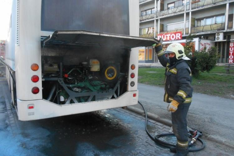 Menetrend szerint közlekedő busz gyulladt ki Salgótarjánban
