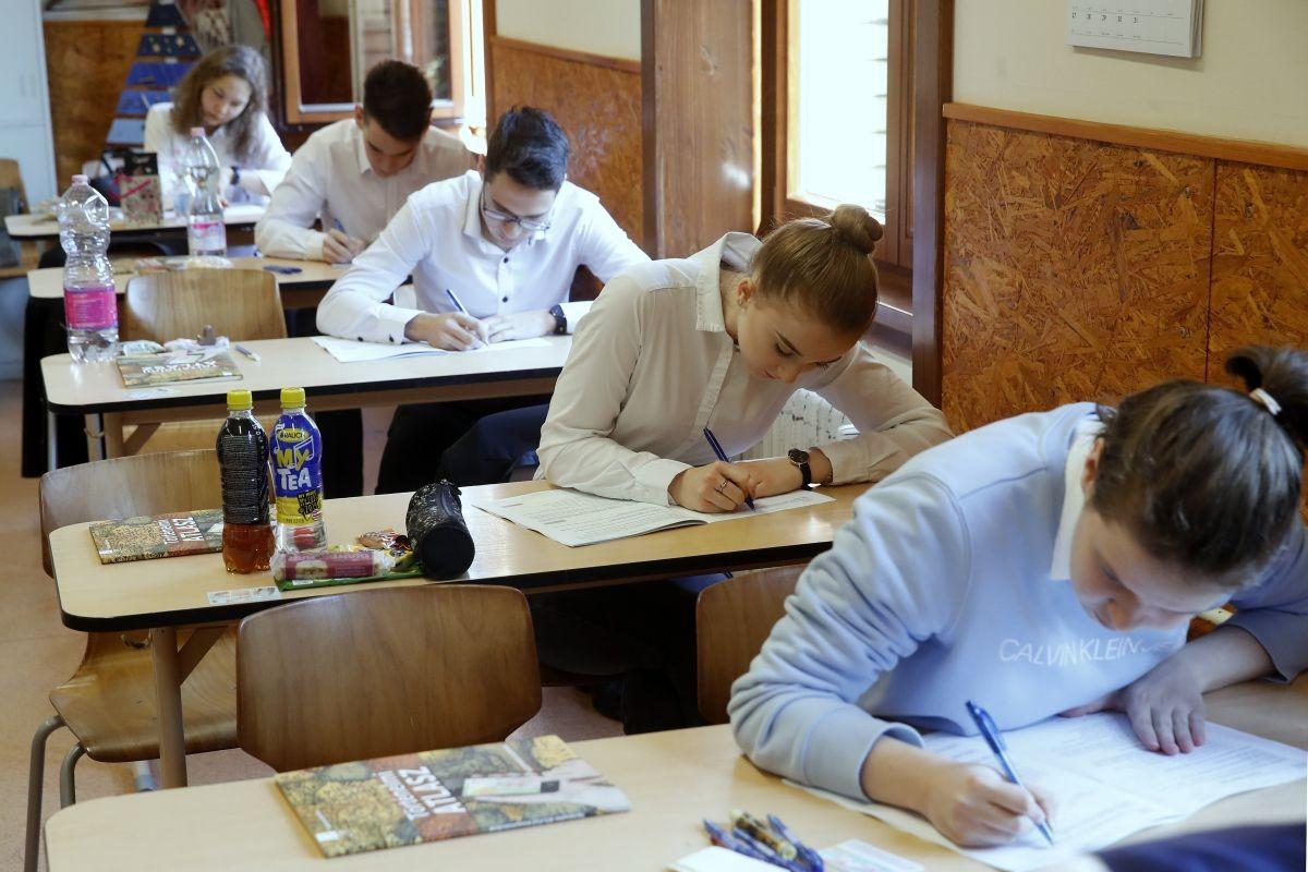 Ezernégyszázan érettségiznek Nógrádban